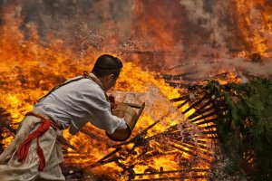 Firewalking preparations at Mt Takao