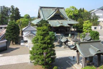 Расположение храмов даний сделано живописно