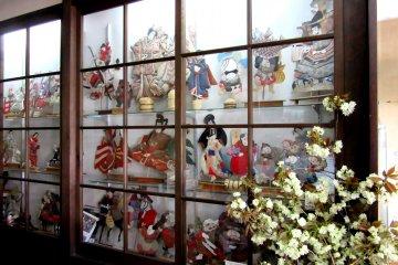 Коллекция старинных кукол, собранная владельцами