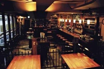 Failte Irish Pub and Restaurant bar area