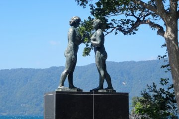 The famous statue on the lake's south side
