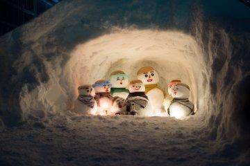 """Фестиваль снеговиков """"юкидарума"""" в Кувадзиме"""