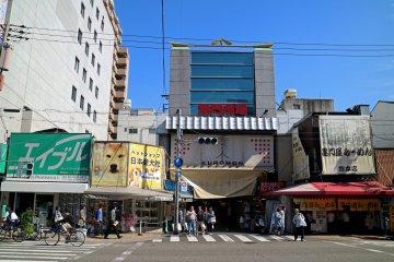 Вход на рынок Куромон
