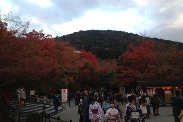 Crowds during autumn are indeed overwhelming, but lively!