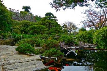 グラバー邸前の日本庭園