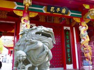 孔子廟を守る福建石獅(ライオン)