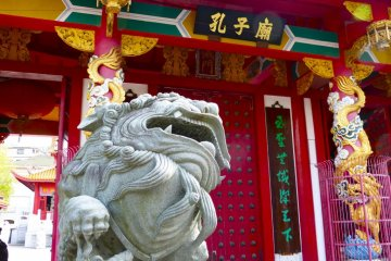 A pair of lions protect the Mausoleum