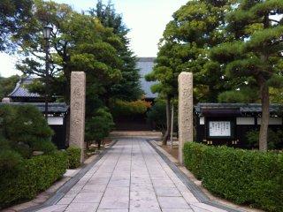 L'entrée d'un des nombreux temples de la ville