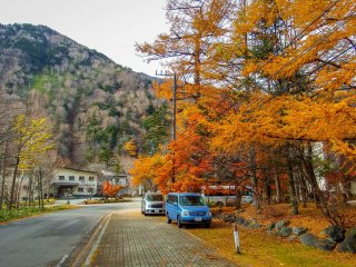 From Yumoto Onsen, the vibrant colors continue all the way up to Lake Yunoko