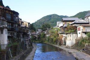La ville est à la croisée de plusieurs rivières