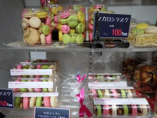 These macaron 'rusks' are delicious and reasonable.