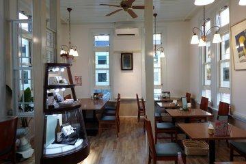 ร้านกาแฟที่ดูสบายๆ น่านั่ง