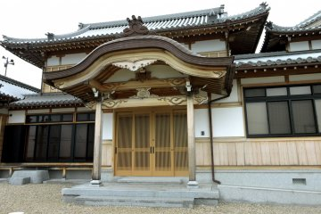 Honpukuji has older buildings too