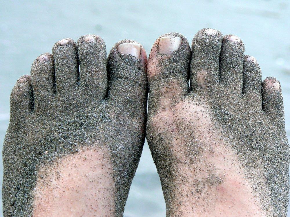 Để cát xen vào những ngón chân - và những nơi khác nữa!