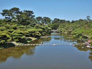 Le jardin est assez grand (200 hectares)