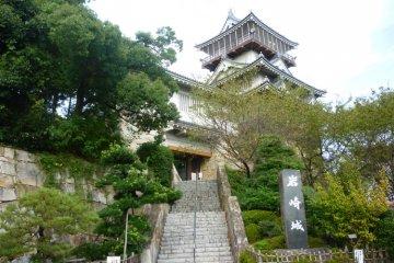 Замок Ивасаки, южный фасад.