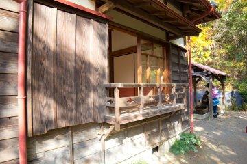 Вид дома с задней улицы