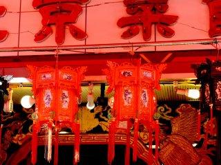 Tasselled red lanterns
