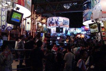 Tokyo Game Show at Makuhari Messe, 2004