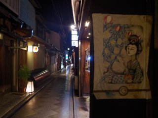 The symbols from the world of Geishas can be found at every corner