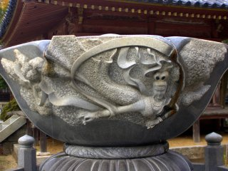 An amazing waterbowl statue with relief carving