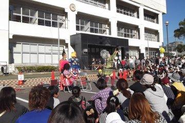 """The Wonderful Parade"" in Kobe"
