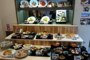 Food display outside the restaurant