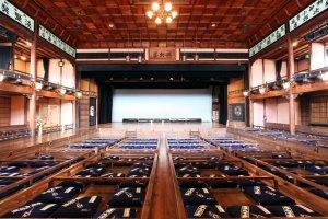 Bên trong Rạp hát Uchiko-za lịch sử