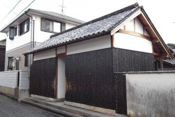 <p>The entrance to Gokaisho</p>