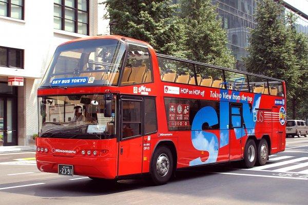 Le Tokyo Sky Bus vous emportera loin de la foule