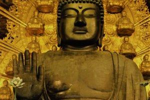 พระมหาไวโรจนพุทธเจ้า (Vairocana Buddha) พระพุทธเจ้าผู้มีพระรัศมีส่องสว่างไปทั่วจักรวาล