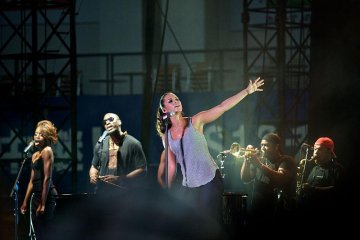Singer-songwriter Alicia Keys performs at the 2008 Summer Sonic Festival at QVC Marine Field