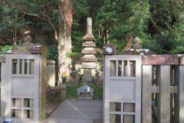 Yoritomo Tomb