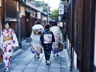 Terletak tepat di sebelah Kodaji Temple, inilah salah satu gang dengan atmosfer terbaik di Kyoto