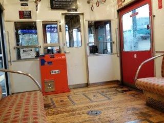 รถไฟสตอเบอรี่ ออกแบบโดยนักตกแต่งภายในที่มีชื่อเสียงของประเทศญี่ปุ่น Eiji Mitooka