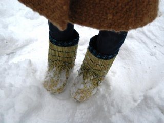 Walking in the snow in wara boots, and the feet stay warm and dry?