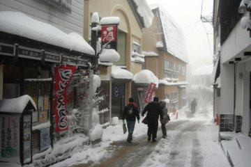 Restaurants and shops are places for quickly warming up