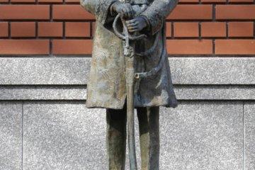 Статуя молодого немецкого врача Филиппа Франца фон Зибольда во время его первого пребывания в Японии (1823-1829