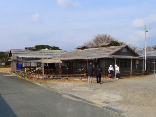 Eat lunch in a hut by the sea