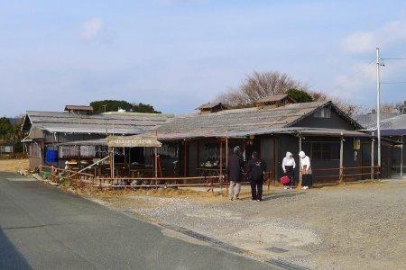 ทานอาหารกลางวันที่ Hachimankamado