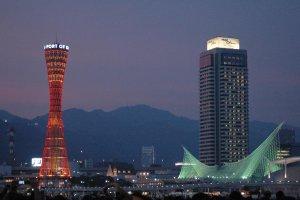 Tháp cảng Kobe và khách sạn Okura ở Harborland