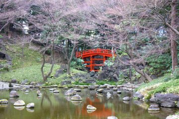 這座橋樑與河流受到京都嵐山地區的啟發