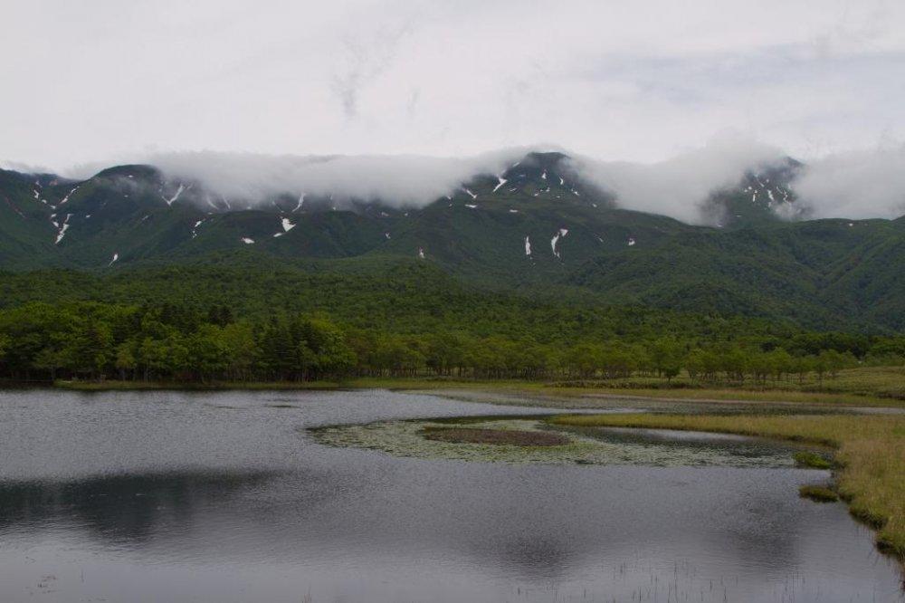 Khung cảnh nhìn từ đài quan sát ở hồ nước thứ nhất