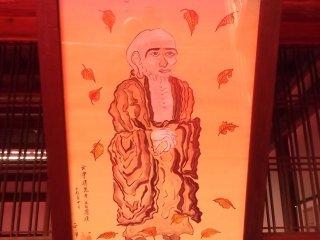 Xung quanh đền còn có những bức hoạ về Phật