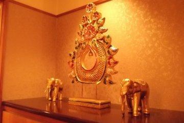 <p>Buddhist statues help create a serene atmosphere</p>