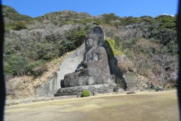 Side view of the Great Stone Buddha