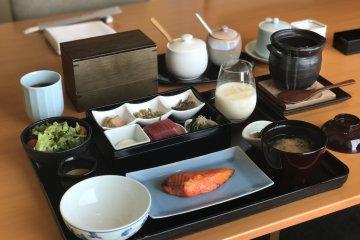 Breakfast with Ichiju Sansai