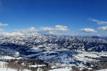 Панорамный вид из бара на вершине горы
