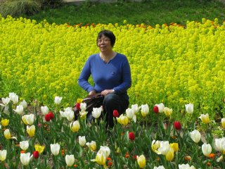 Posing among flowers is very popular!
