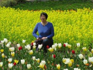Posing among flowers is very popular!